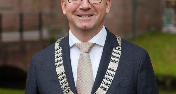 Dhr. mr. P.J.M. (Patrick) van Domburg, burgemeester van IJsselstein, juryvoorzitter en lid Comité van Aanbeveling Fotowedstrijd IJsselstein