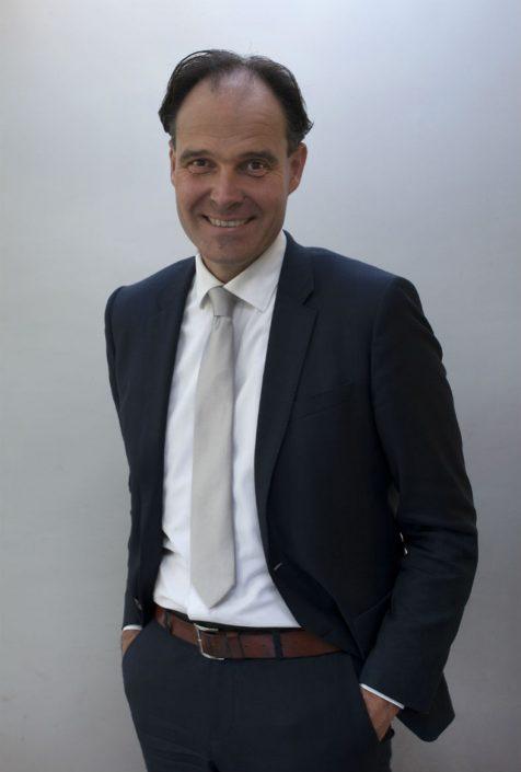 Dhr. Mr T. Duinstra, lid comite van aanbeveling Fotowedstrijd IJsselstein, notaris bij Blokhuis en Duinstra Notariskantoor, gespecialiseerd in familierecht en onroerend goed, tevens lid van de EPN (Vereniging van Estate Planners in het Notariaat)
