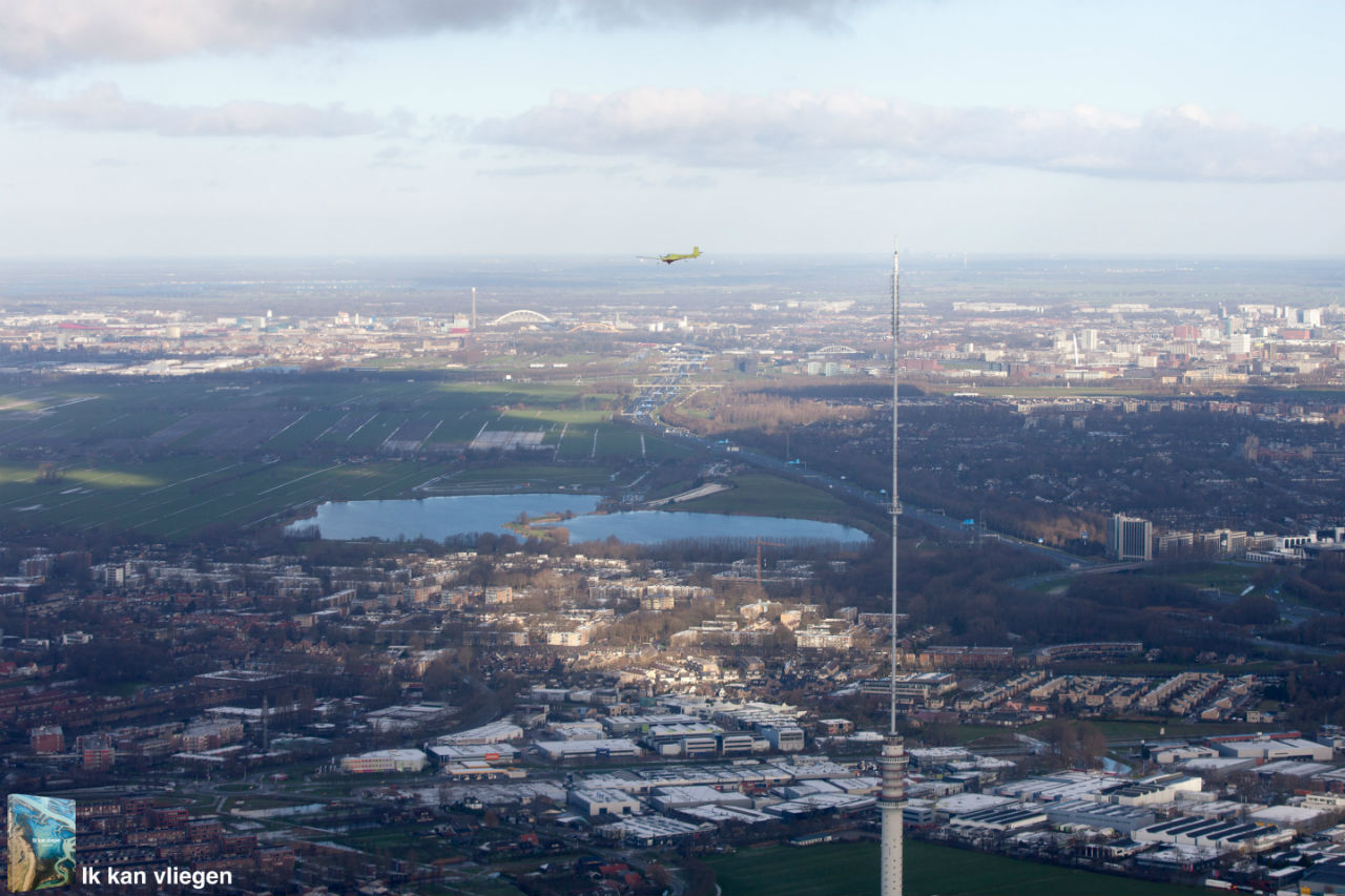 Luchtfoto boven IJsselstein met zicht op Nieuwegein en Utrecht