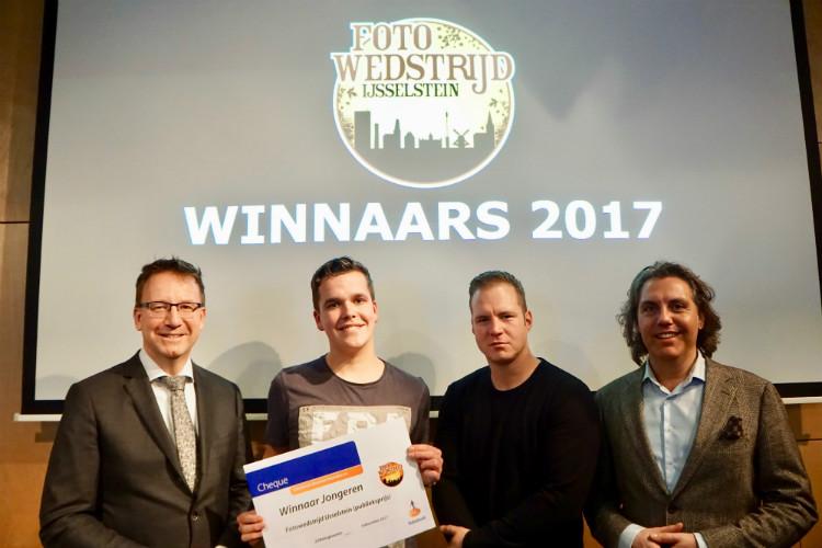 Van links naar rechts: Burgemeester en juryvoorzitter Patrick van Domburg, Thijs Klomp, Elwin Mullekes en organisator Martin Planken