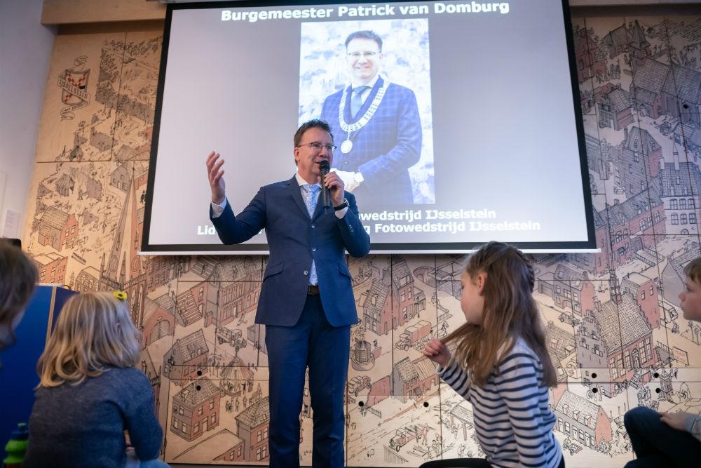 Burgemeester Patrick van Domburg, juryvoorzitetr Fotowedstrijd IJsselstein