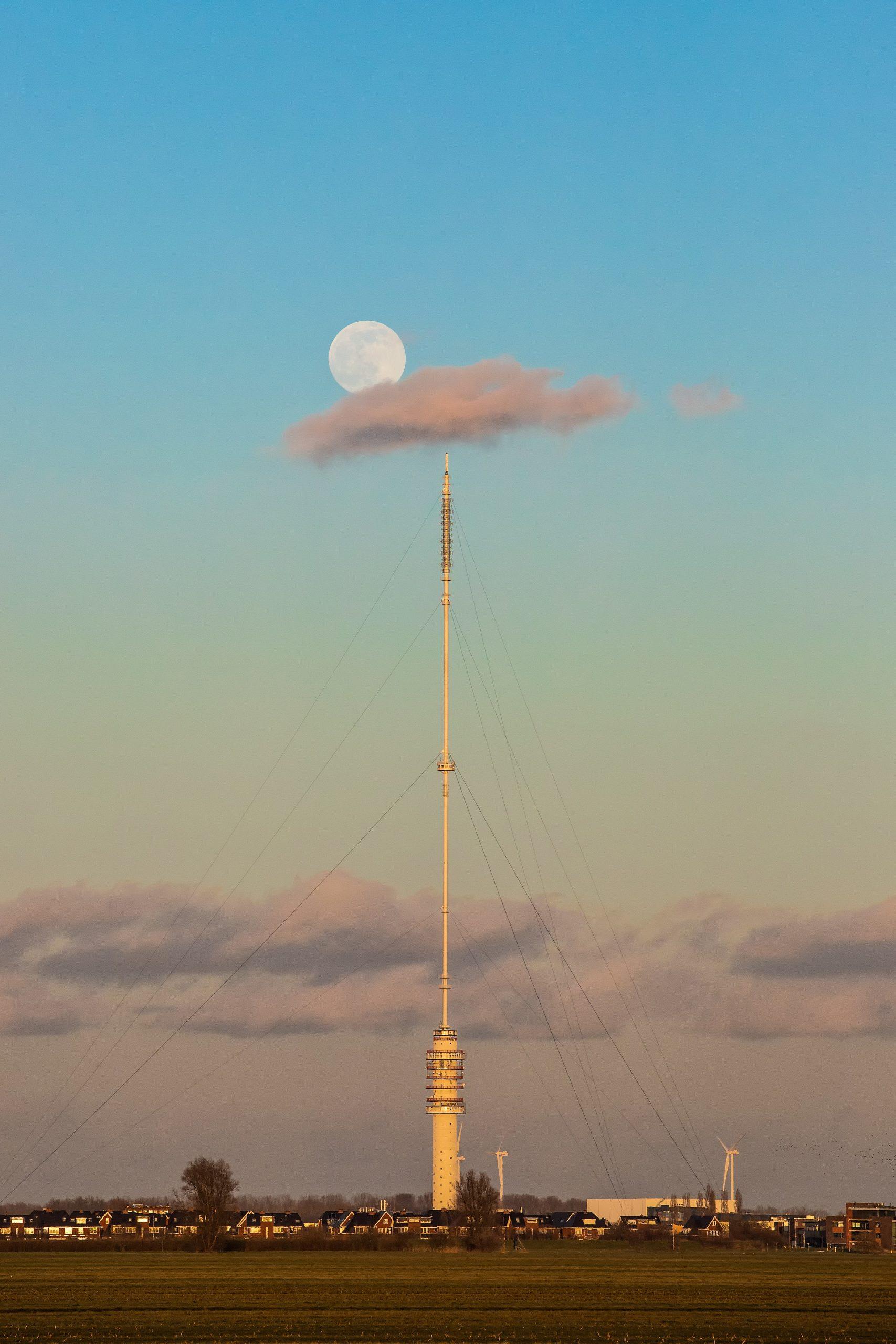 2e: Peter van Haastrecht met Volle maan - Momenten van Leven Fotowedstrijd IJsselstein 2021